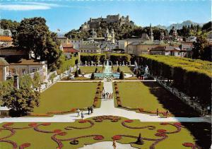 Barockstadt Salzburg Mirabellgarten mit dem Hoehem Goell Statues Garden