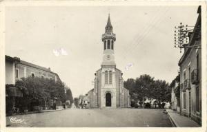 CPA Loures-BARBAZAN - Place de l'Église (142727)