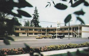 Cars at the Fountain Motor Motel, Quesnel, British Columbia, Canada, 40-60´s