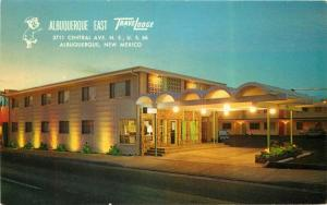 Albuquerque New Mexico Travelodge Night entrance 1950s Route 66 Postcard 5362