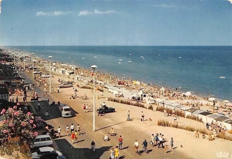 Belgium Koksijde-Bad Zeedijk en Strand, La Plage et la Digue Beach Cars Voitures