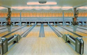 Hamden Connecticut interior view Johnson's Bowling Academy vintage pc ZE686204