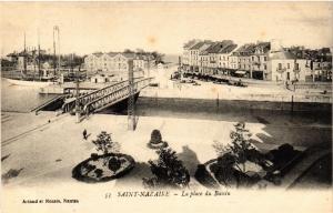 CPA  Saint-Nazaire - La Place du Bassin   (588046)