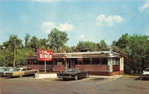 G25/ Milford Pennsylvania Postcard Chrome Village Diner Us Route 6 & 209