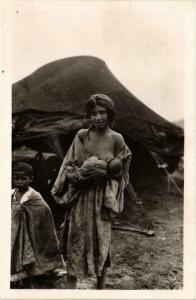 CPA Scenes & Types Jeune mere et son enfant Algerie (735623)