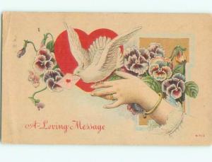 Pre-Linen Valentine WHITE DOVE BIRD PERCHED ON FINGER AB3140