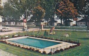 Swimming Pool , Villa D'Autray Motel & Cabins , BERTHIERVILLE , Quebec , Cana...