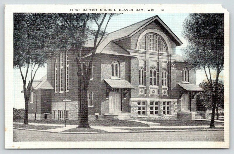 Beaver Dam WI~Beautiful Modern Architecture~First Baptist Church~1940s Bluesky
