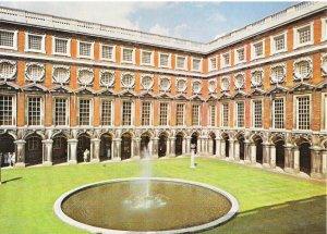 Middlesex Postcard - Hampton Court Palace - Fountain Court - [1689-c.1700] SM228
