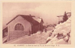 France Lourdes La Gare en haut du Pic du Jer et la neige