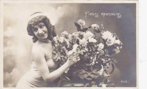 RP; Woman wearing straplass dress posing next to vased flowers, fleurs epanou...