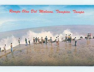 Pre-1980 PEOPLE WATCH CRASHING WAVES Tampico - Tamaulipas Mexico F5812