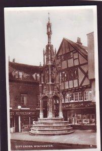 P1392 vintage unused RPPC  city cross winchester united kingdom