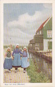 Naar het dorp, Marken, North Holland, Netherlands, 10-20s