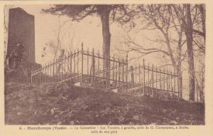 Le Colombier, Les Tombes , A Gauche, Celle De G. Clemenceau, A Droite, Celle ...