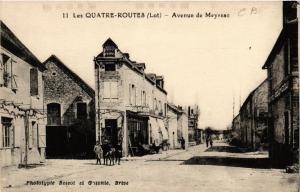 CPA AK Les Quatre-Routes Avenue de Meyssac (686498)