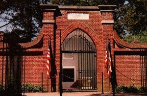 The Tomb of George and Martha Washington,Mount Vernon,VA