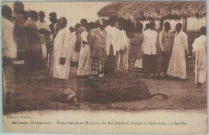 80161 -  MADAGASCAR -  Vintage Postcard - ETHNIC :  Majunga - Sacrifice  !! 1926