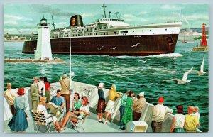 Chessie Ship~Ludington MI~Milwaukee, Manitowoc, Kewaunee WI~1960s Bouffant Dos