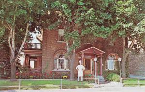 Exterior,  Cafe Henry Burger,  Hull,  Quebec,  Canada,  40-60s