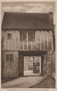 Northamptonshire Postcard - The Gateway of Catesby House, Near Daventry RS22723