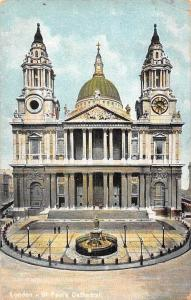 St Paul's Cathedral Front view Statue London 1907