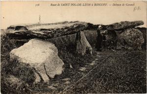 CPA Route de St-POL-de-LÉON a ROSCOFF - Dolmen de Caravel (457694)