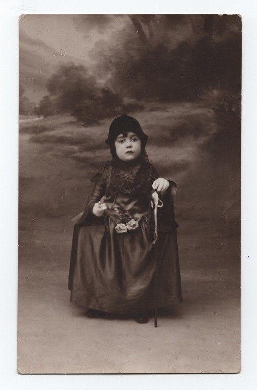 CARNIVAL CARNAVAL STUDIO PRIVATE REAL PHOTO POSTCARD 1930 LOVELY GIRL CHILD CHIL