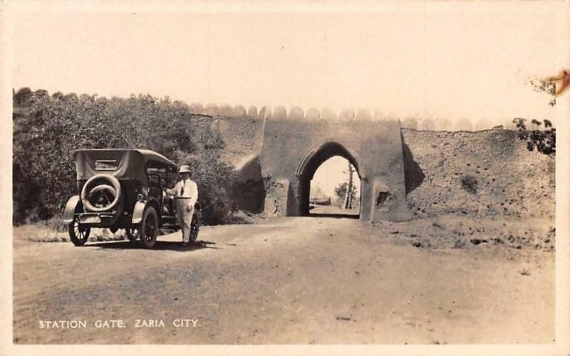 Northern Nigeria, Station Gate Zaria City, Kaduna, Vintage Car Auto Voiture