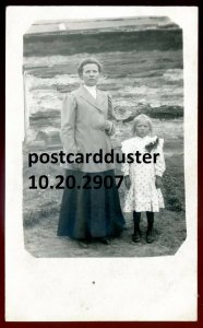 2907 - NORTHERN ONTARIO 1910s Mother & Daughter. Real Photo Postcard
