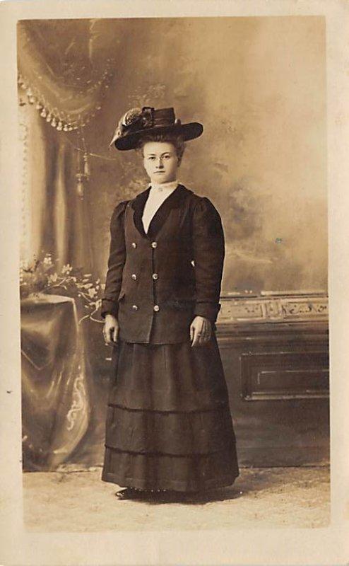 Lady wearing Hat 1909