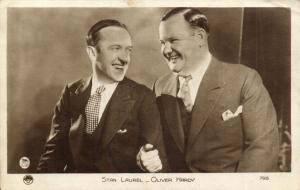CPA Artiste Cinema Film Stan Laurel & Oliver Hardy (94201)