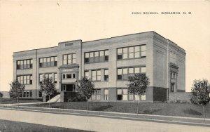 G16/ Bismarck North Dakota Postcard c1910 High School Building 6
