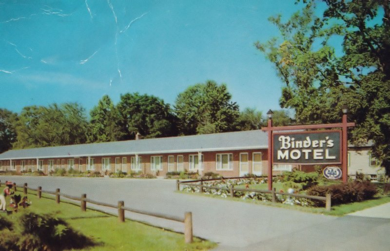 Binders Motel Hotel Poughkeepsie New York 1960s Postcard