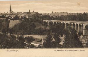 CPA Luxembourg La Passerelle et le Boulevard du viaduc (30745)