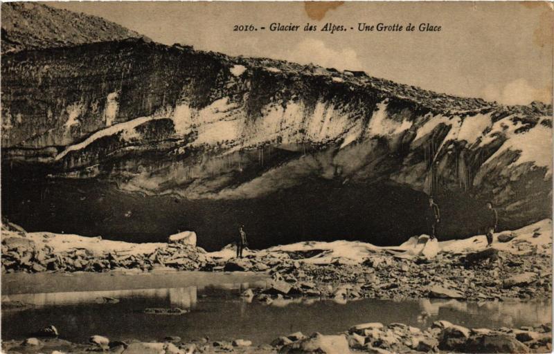 CPA  Glacier des Alpes - Une Grotte de Glace   (659257)