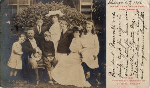 CPA politique Président ROSSEVELT and family - et sa famille (302836)