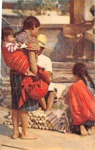 Escena en el Mercado Chichicastenango Guatemala, Central America Unused