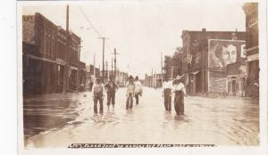 RP: Flood , TOPEKA , Kansas , June 1908 ; Kansas Avenue from bridge
