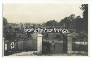 tq1096 - Beach House and Park Gardens from Garden Gates, in Worthing - postcard