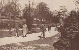 Walking Scene, Valley Gardens, HARROGATE (Yorkshire), England, UK, 1900-1910s