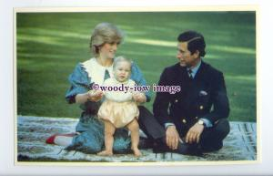 r2614 - Diana and Charles sat with their toddler Son William in 1983 - postcard