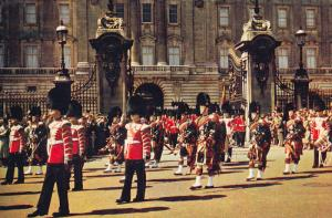 Drummers and Pipers, Scots Guards, Buckingham Palace, WESTMINSTER ABBEY, Lond...