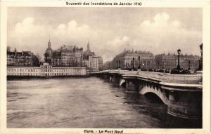 CPA Souvenir des Inondations. PARIS Le Pont Neuf (561939)