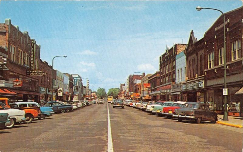 Merveilleux RHINELANDER WISCONSIN BROWN ST~STOREFRONTS HILDEBRAND FURNITURE POSTCARD  1950s