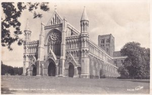 RP; HERTFORDSHIRE, England, PU-1966; St. Albans Abbey From The South West