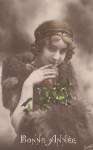 RP: Bonne Annee , Woman wearing fur , 00-10s