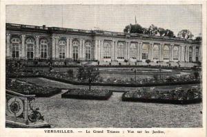 CPA VERSAILLES - Le Grand TRIANON- Vue sur les Jardins (353492)