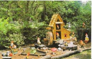 America Postcard - Brooksville - Florida - Rogers' Christmas House Village V1325