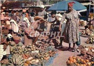 Modern Postcard Martinique A march Fort-de-France